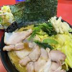 130096898 - チャーシューメン+野菜畑+キャベツ ¥810+80+100