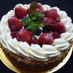 パティスリー・グレゴリー・コレ - ☆苺とベリーの大きなケーキ(#^.^#)☆