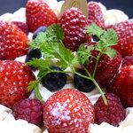 パティスリー・グレゴリー・コレ - ☆大きな苺がたくさんのっています☆