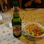 13010050 - NEW2012.05 左インドのビール 右セットのサラダ