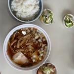 円城 - ワタシのラーメン定食。他にも焼肉定食とか食べてる方いました。