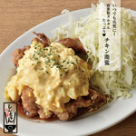 肉汁餃子と190円レモンサワー しんちゃん - しんちゃんの応援めし!チキン南蛮の定食