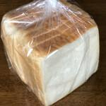 ぱんやのともぱん - 料理写真:角食パン