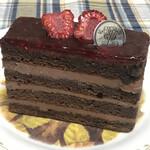 130113569 - 濃厚チョコレートとベリーソースの相性が良いチョコレートケーキ!!