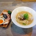 ラァメン コハク - 料理写真:鯛あらと貝汁のラーメン
