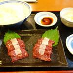 築地の鯨 - 鯨刺身定食(1280円)