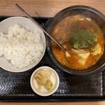 カルビ丼とスン豆腐専門店 韓丼  - 牛すじスン豆腐 750円