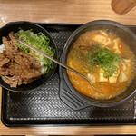 カルビ丼とスン豆腐専門店 韓丼  - カルビ丼ミニと海鮮スン豆腐 950円