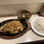キッチン友 - スペシャル友風焼き+大盛りライス+味噌汁。