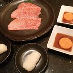 焼肉 いのうえ - A5サーロインの焼きすき 1人前2枚 1880円