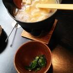 くつろぎの食卓 天海 - 料理写真:味噌を溶いたあとのお味噌汁。薬味も入れて!