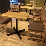 銀座みもざ館カフェ - 空間処理されております。