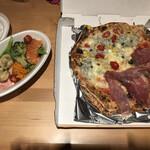 Pizzeria e Osteria Codino - 前菜盛り合わせS、ピザのハーフ&ハーフ、