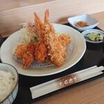 和風ダイニング しらはま - 料理写真:フライ定食 1,080円、トッピング カキ 120円(全て税込)