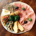トラットリア ピッツェリア アミーチ - 前菜の盛り合わせ
