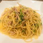 南欧田舎料理のお店タパス - 豆苗とベーコンのピリ辛スパゲティ