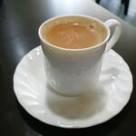 インデアンレストラン  ニューミラ - ホットチャイ かなり濃厚で美味い 甘みが最初から付いてますლ(´ڡ`ლ)