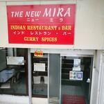 インデアンレストラン  ニューミラ - 店前 半地下の入り口