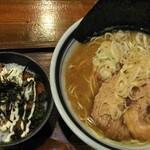 花壱 - 料理写真:花壱ラーメン¥750税込。不味くはない。
