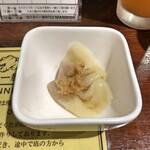 塩生姜らー麺専門店 MANNISH - 待っている間に出してくれたワンタン