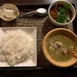 居空間 タイ料理&パクチー酒場 - グリーンカレー