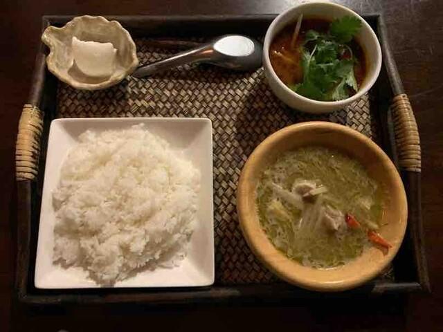 居空間 タイ料理&パクチー酒場の料理の写真