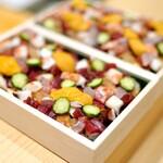 鮨 龍次郎 - 料理写真:ネタがどっさり乗って、なんとたったの5500円!前日までの予約注文で。