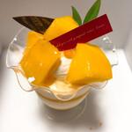 パティスリーAill - 料理写真:マンゴーたっぷりムース