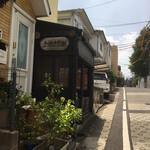神楽坂地蔵屋 - お店が見えてきました