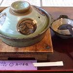 1302180 - カレー鍋焼きうどん(蓋開け前)です。