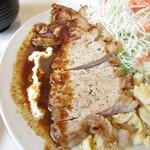 洋食 ジャンボ - 山形豚のステーキ(デミグラスが隠し味のステーキソース)