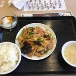 萬新菜館 - 玉子・野菜・豚肉ときくらげの炒め