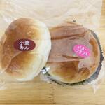 友永パン屋 - こんな感じで袋に入れて、 更に手提げ袋に入れてくれます。