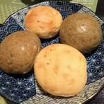桜小町 - ヨモギパン・金ゴマパン