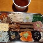 産直鮮魚と地酒 酒旬亭 中目魚 - 海鮮五種盛り贅沢ちらし鮨弁当としじみの味噌汁