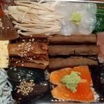 産直鮮魚と地酒 酒旬亭 中目魚 - 海鮮五種盛り贅沢ちらし鮨弁当