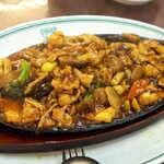 130255524 - 豚肉をはじめ、人参・ブロッコリー・筍・クワイ・きくらげ・フクロタケ(茸)などが入る