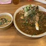 アジアンキッチン オオツカレー - 3種がけカレー(ポークキーマ、グリーンカレー、ほうれん草チキンキーマ)辛さ2UP 1350円