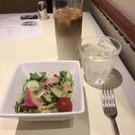 アルポルトカフェ - キャベツとカラスミの貝出汁オイルソース スパゲティ サラダ付き1760円。サラダ。セットドリンク440円。いずれも総額。サラダ少ない。。。普通に美味しいサラダでしたよ(^。^)