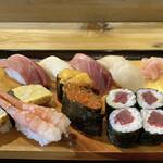 日の出寿司 - 特上すし シャリを小さくとお願いしたつもりですが、あはは普通位の握り もしかして、本来はもっと大きいのかな(゚∀゚)