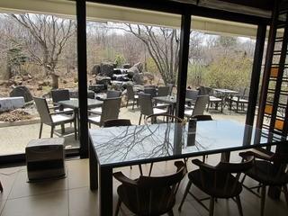 カフェ&ガーデン しらさぎ邸 - テラス席の様子。