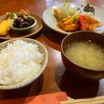 太郎屋 - 本日の日替わり定食(春キャベツと海老の春巻&酢豚ランチ)
