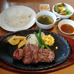 パウハナ - 炭焼ビーフカットステーキ・120g(1058円)