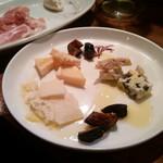 THUle - チーズ盛り合わせ