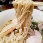 130283547 - 麺は三河屋製麺の全粒粉のストレート麺  特製貝節潮そば 1,050円