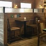 ジロー珈琲 - 新型コロナ対応で潰してあるテーブル