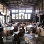 南ヶ丘牧場 ミルク茶屋 - 店内の様子。