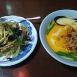 中国台湾料理 王府 - 豚トロ野菜炒飯と台湾とんこつ。プラス50円で豚トロ炒飯が選べる。
