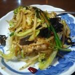 中国台湾料理 王府 - 豚トロ野菜炒飯。豚トロとはいいつつも、豚肉入り野菜炒め。味は中華風だが野菜炒め。野菜の種類も豊富で具たくさんだ。
