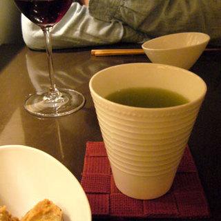 居酒屋おふろ - ドリンク写真:グラス(赤)ガルナッチャ 600円 静岡産抹茶入り煎茶 400円